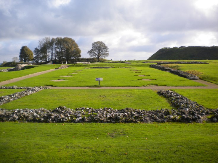 Old_Sarum_Cathedral_foundations.JPG