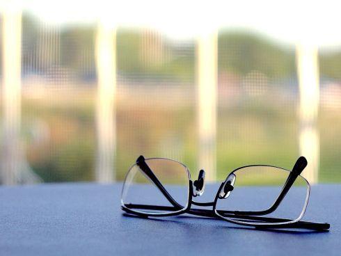 1021px-Reading_glasses.jpg