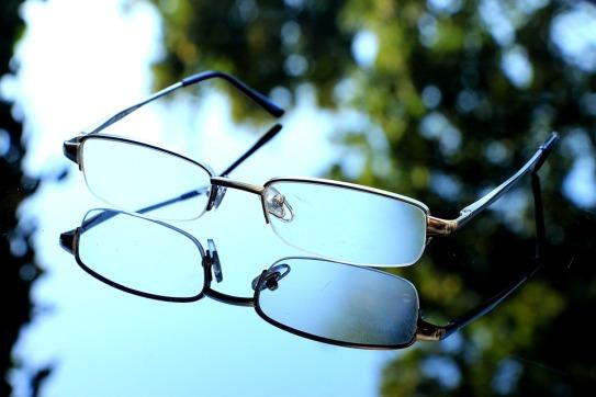 glasses-1698776_960_720.jpg