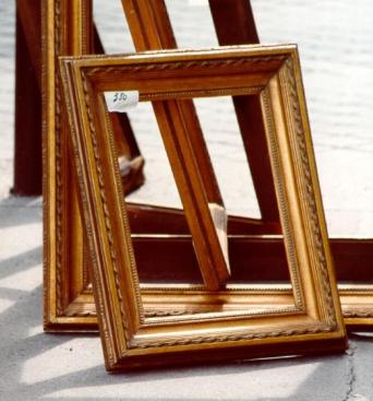 Empty_wooden_picture_frames